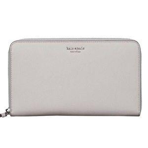 Kate Spade ♠️. Large travel wallet.